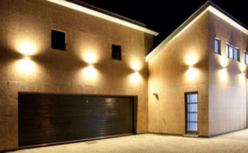 eclairage exterieur facade maison Remplacer son éclairage extérieur par du LED : tous les avantages du0027une  technologie lumineuse révolutionnaire